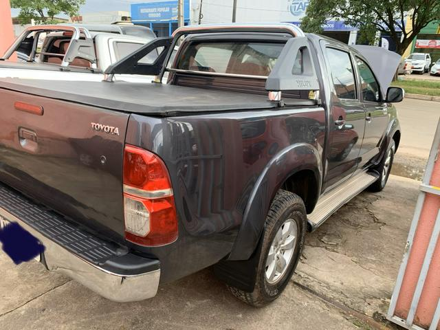 Vendo Hilux srv 3.0 2011 manual 4x2 - Foto 2
