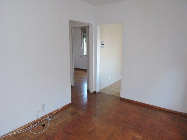 Cód 1960 Ap reformado com Ar condicionado, 02 dormitórios. Próximo da Av. Ipiranga - Foto 4