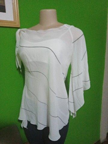 Blusa em Crepe Branca - Tamanho M - Foto 4