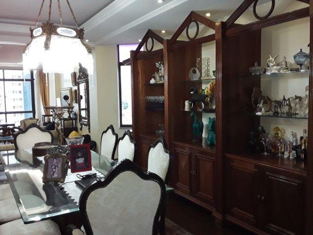 Apartamento 275m², 1 por andar, 3 suites, 3 vagas na Batista Campos