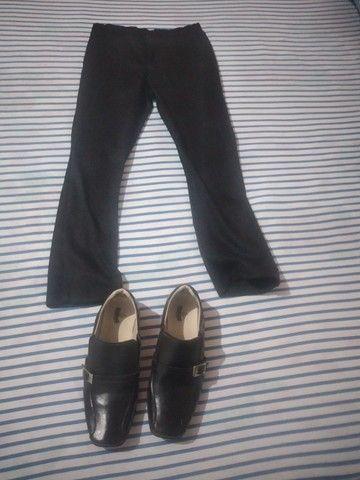 Vendo essa calça soçial e sapato soçial para criança de 6 anos sapato tamanho 29 - Foto 2