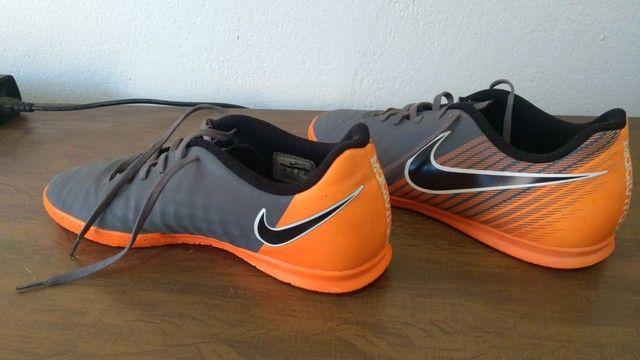 Chuteira Nike futsal magistaX e chinelo Kenner NK5 AMP masculino - Foto 5