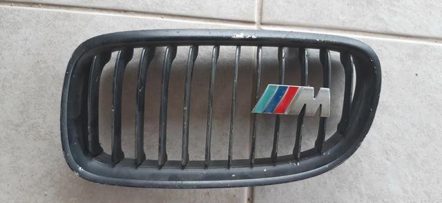 Grade bmw 320 com emblema m