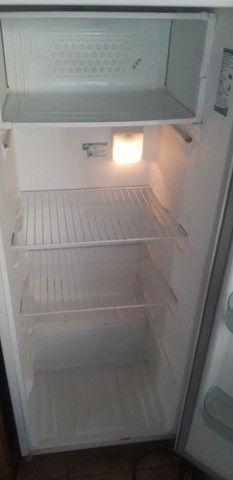 Vendo ótima geladeira 110 volts  - Foto 5