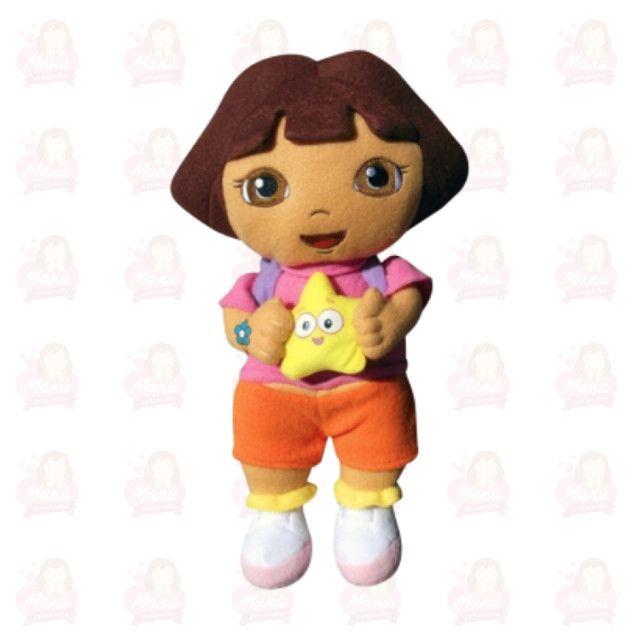 Dora aventureira segurando estrela - pelúcia