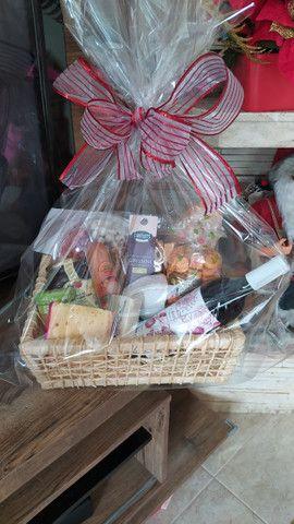 Cestas de aniversário - cestas de café da manhã - cestas de antepasto - cestas de queijos - Foto 4