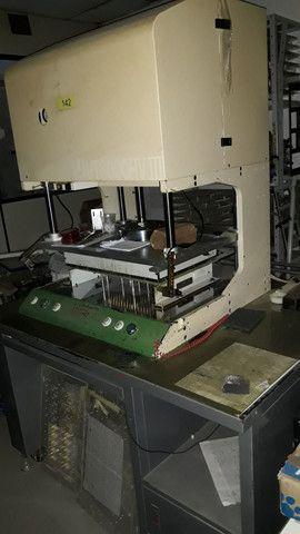 Vendo Máquina de Teste Elétrico marca UTRON.  - Foto 4