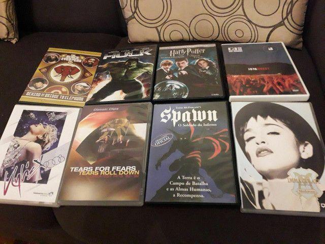 8 DVDs.  30 reais