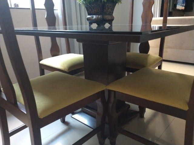 Mesa madeira com tampo vidro 4 lugares - Foto 2
