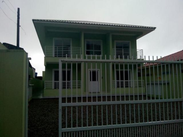 Apartamento sem condomínio, com acabamento diferenciado em Serraria, São José.