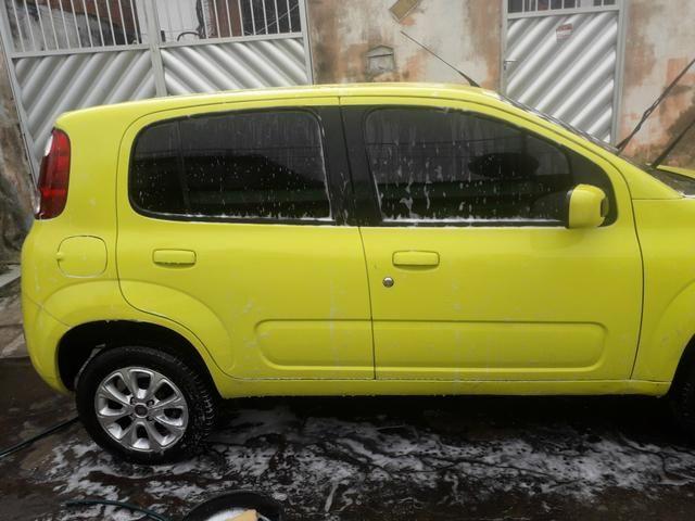 Vendo carro Fiat uno vivace 1.0 amarelo ano 2011/2012 $9.000 mais 32×700