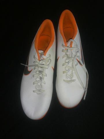 b669b3f632 Chuteira Nike mercurial de campo tam 38 importada - Esportes e ...