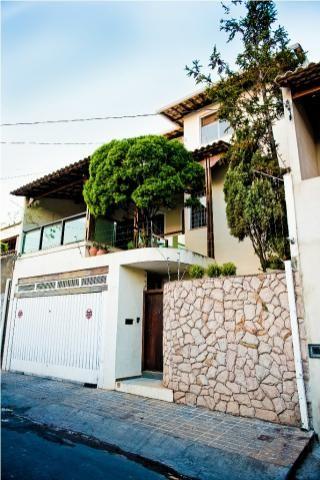 Espetacular Casa colonial , 4 quartos , 2 vagas , bairro Dom Cabral