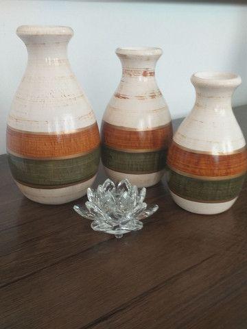 Trio de vasos ( garrafas) em cerâmica