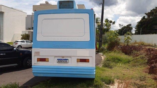 Vende-se Micro Ônibus 2005 -Ótimo para montar um motor home - Foto 2