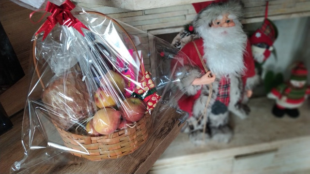 Cestas de aniversário - cestas de café da manhã - cestas de antepasto - cestas de queijos - Foto 3