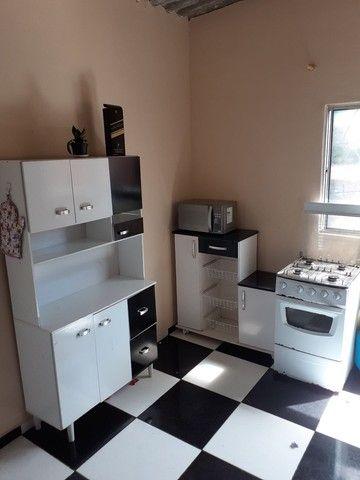 Armário de cozinha e fogão