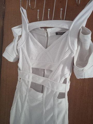 Vende-se vestido branco usado uma única vez - Foto 4