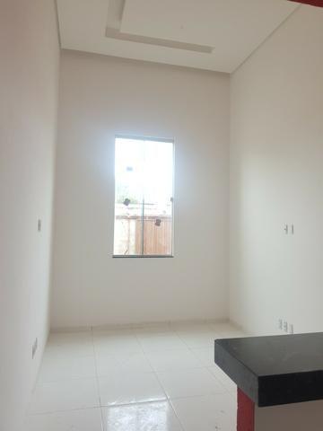 Linda casa com 2/4 sendo uma suite ,banheiro social ,sala ampla . vem conferrir - Foto 6