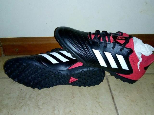 4a10f2f0e7 Chuteira Society Adidas nova na caixa