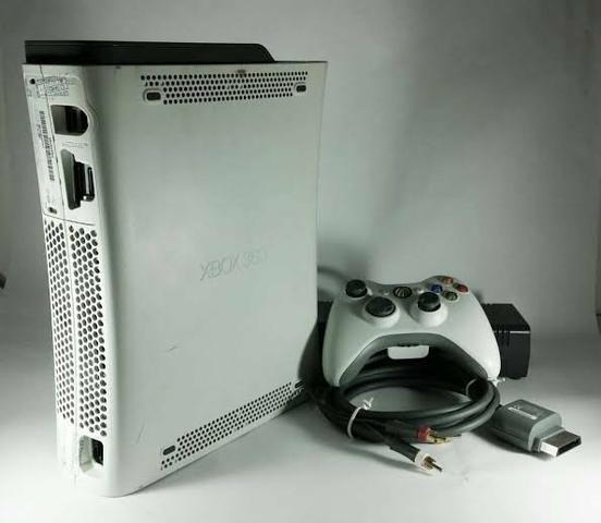 Xbox 360+2controles+fifa18+gtaV