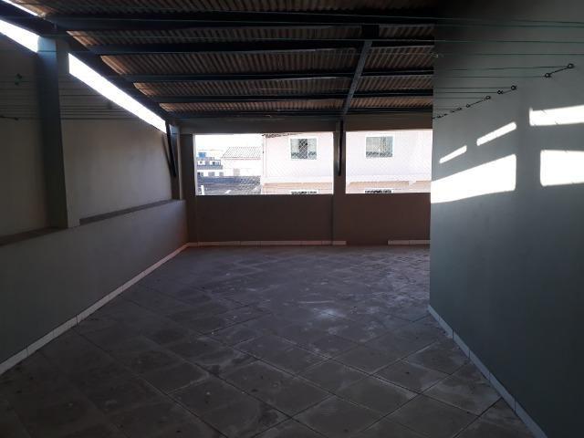 Alugo cobertura em prédio na Boca do Rio / 200 m²