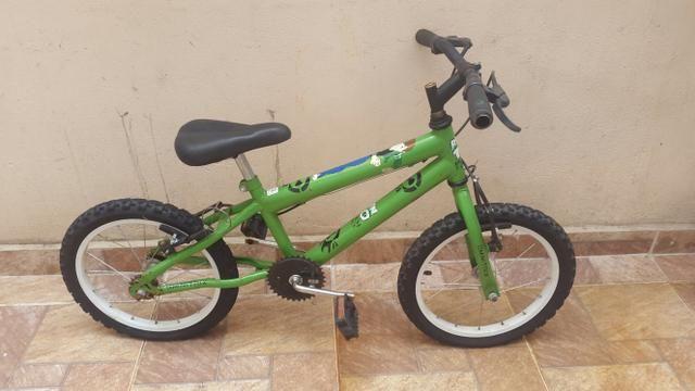 Vende-se uma Bicicleta infantil do Ben-10