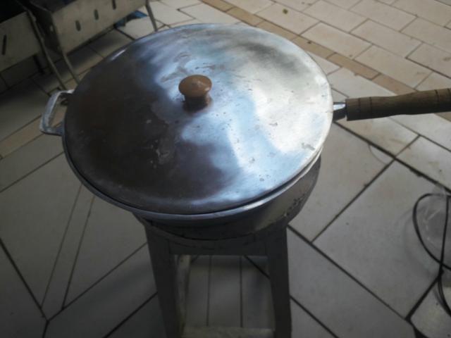 Frigideira grande d aluminio batido