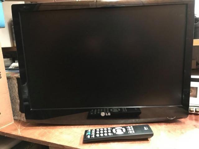 TV LG de 22 polegadas e DVD Blue-Ray Samsung