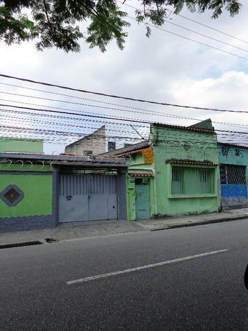 Casa de vila na Rua Goiás junto à estação de trem (supervia) de Quintino Bocaiúva