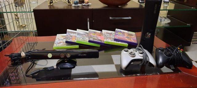 Xbox 360 com 3 jogos,kinect e 2 controles