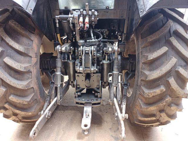 Trator valtra BM 110 gabinado Ar condicionado em Ariquemes - Foto 5