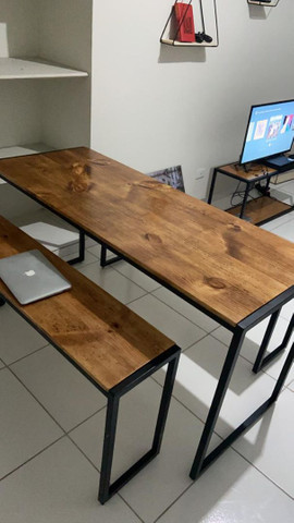 Mesa de jantar . Só a mesa