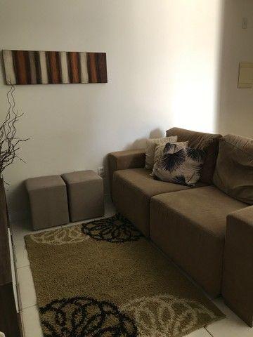 Sofá, tapete, quadro, 3 capas de almofada  - Foto 5