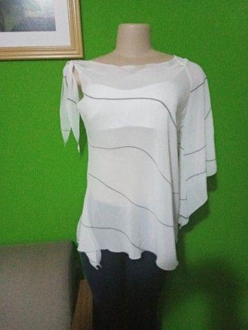 Blusa em Crepe Branca - Tamanho M - Foto 2