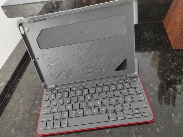 Capa com teclado bluetooth