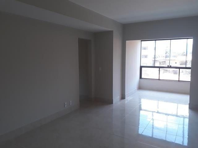 1° andar com área, 2 quartos suite, elevador, na Praia do Morro