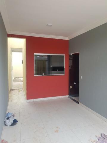 Linda casa com 2/4 sendo uma suite ,banheiro social ,sala ampla . vem conferrir - Foto 2