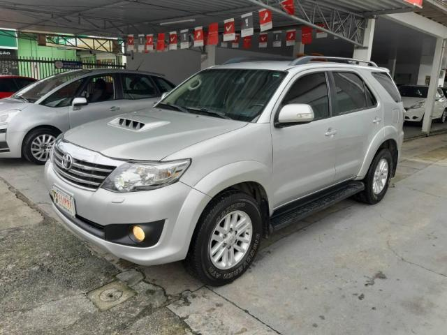 Toyota Hilux SW4 SW4 3.0 SRV 7 LUGARES