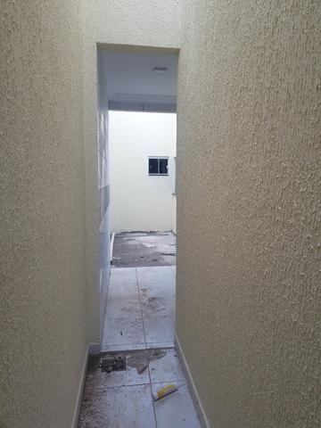 Linda casa com 2/4 sendo uma suite ,banheiro social ,sala ampla . vem conferrir - Foto 5
