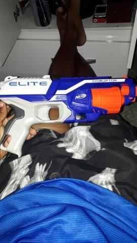Vendo Nerf Elite novinha