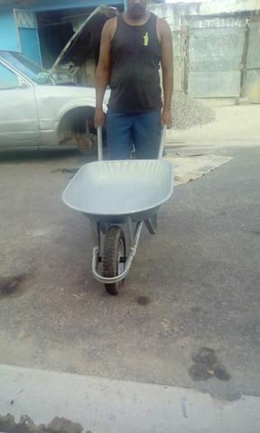 Um carrinho de mão de obra