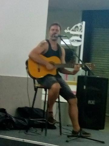 Voz e violão ou banda
