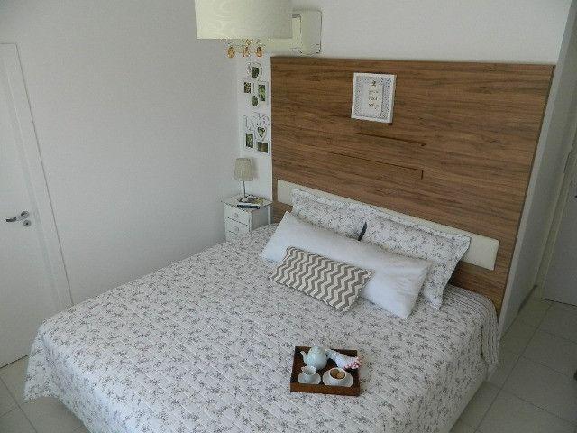 Capoeiras 2 dormitórios com muito espaço , suíte e sacada com garagem - Foto 12