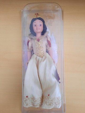Boneca porcelana Branca de Neve