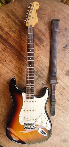 Guitarra fender MIM  - Foto 4
