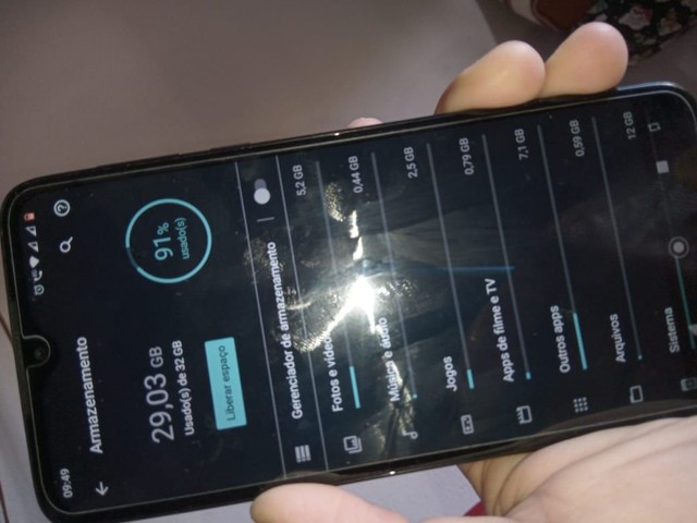 Moto G8 play semi novo com acessórios - Foto 4