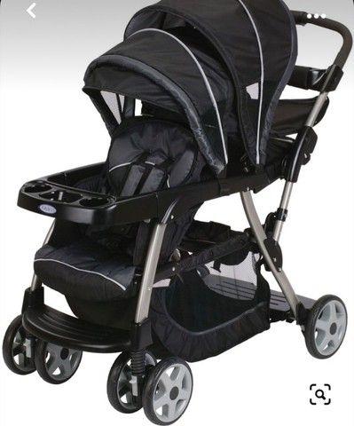 Carrinho de bebê duplo marca Graco Importado