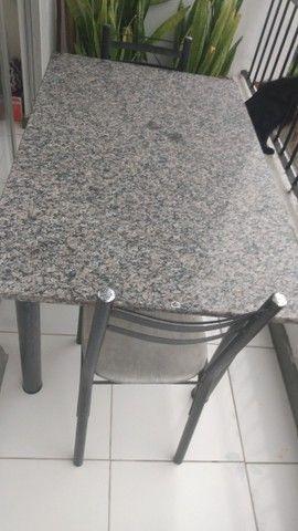 Mesa com duas cadeiras - Foto 2