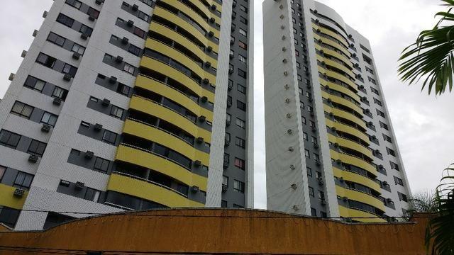 Apartamento no Condomínio Paradise Gardens em Capim Macio 98 m2
